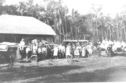 Chegada de um grupo de imigrantes ao Danzinger Hof. {Arquivo do Museu Histórico de Cambé}