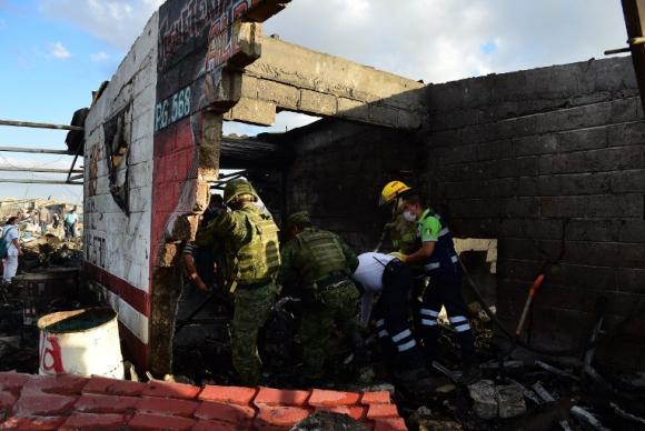 26 mortos e em torno de 70 feridos no mercado San Pablito, Cidade do México (Ronaldo Schemidt - AFP)