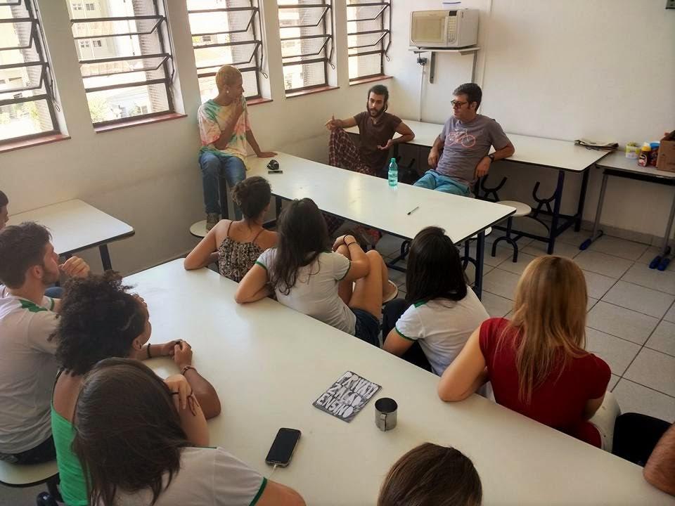 Alunos do Colégio Aplicação conversam com alunos do Colégio Fernão Dias, de São Paulo. Crédito: Divulgação (Facebook)