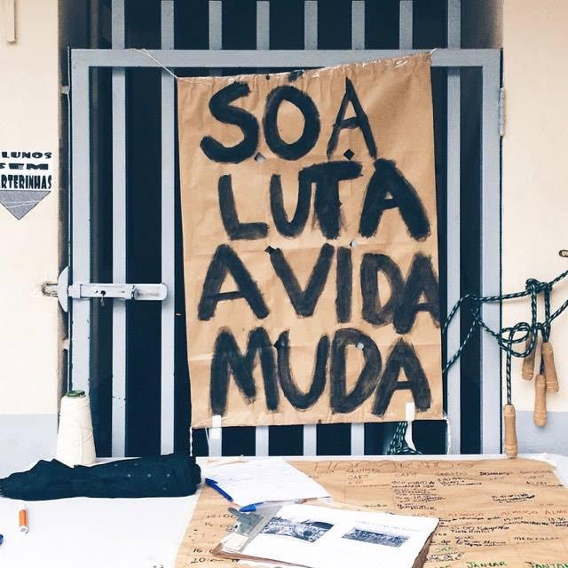 Cartazes espalhados pelo Colégio. Crédito: Beatriz Amaro