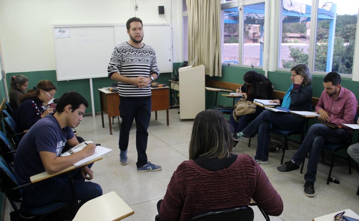 Bruno Henrique Barros (estagiário do Laboratório de Línguas)