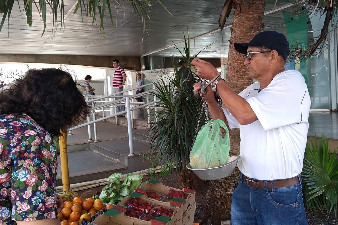 FOTO 1 - LEGENDA - Complemento de renda é um dos principais geradores do comércio de rua