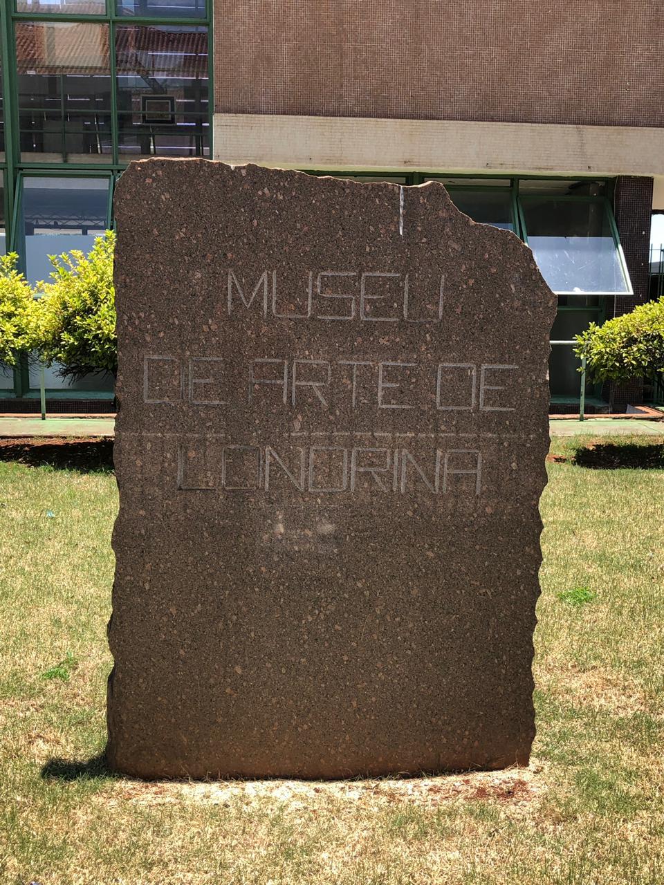 Foto 1 - Entrada do Museu de Arte de Londrina