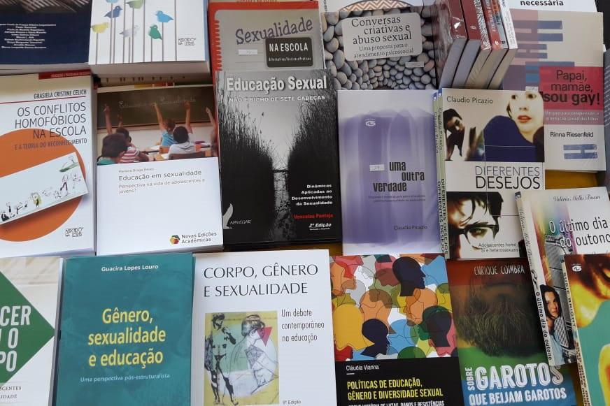 Foto 02 - A literatura sobre o tema é vasta e pode ajudar na compreensão dos alunos